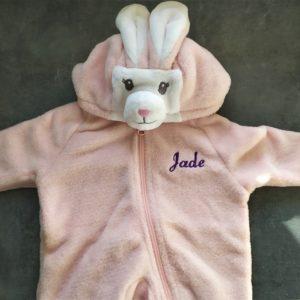 combinaison lapin rose enfant